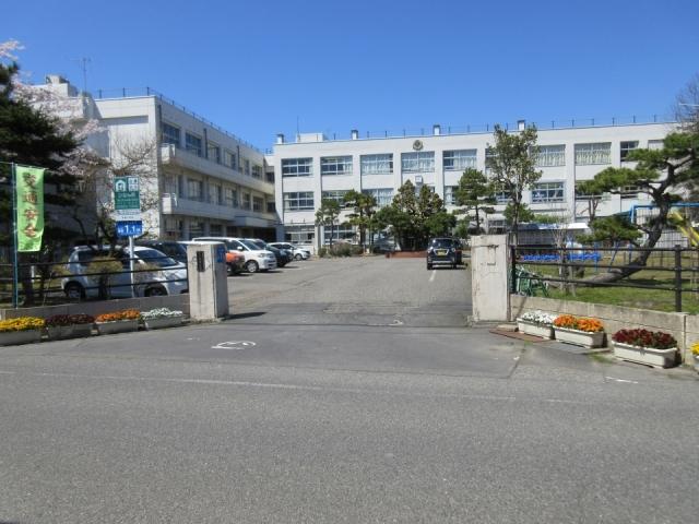 新潟市立早通小学校 約720m(徒歩9分)