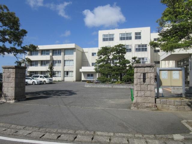 猿橋中学校 約1.5km(徒歩19分)