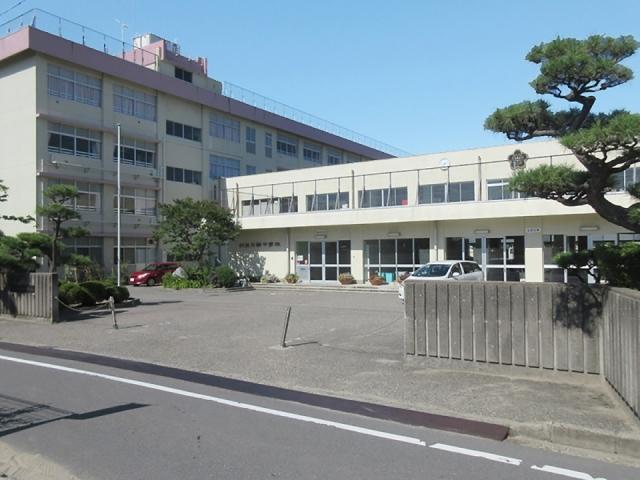 坂井輪中学校 徒歩約16分(約1250m)