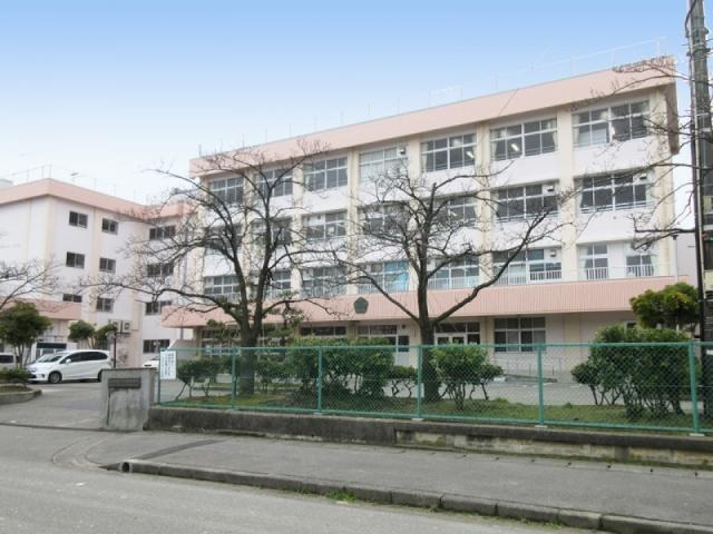 桜が丘小学校 約220m(徒歩3分)